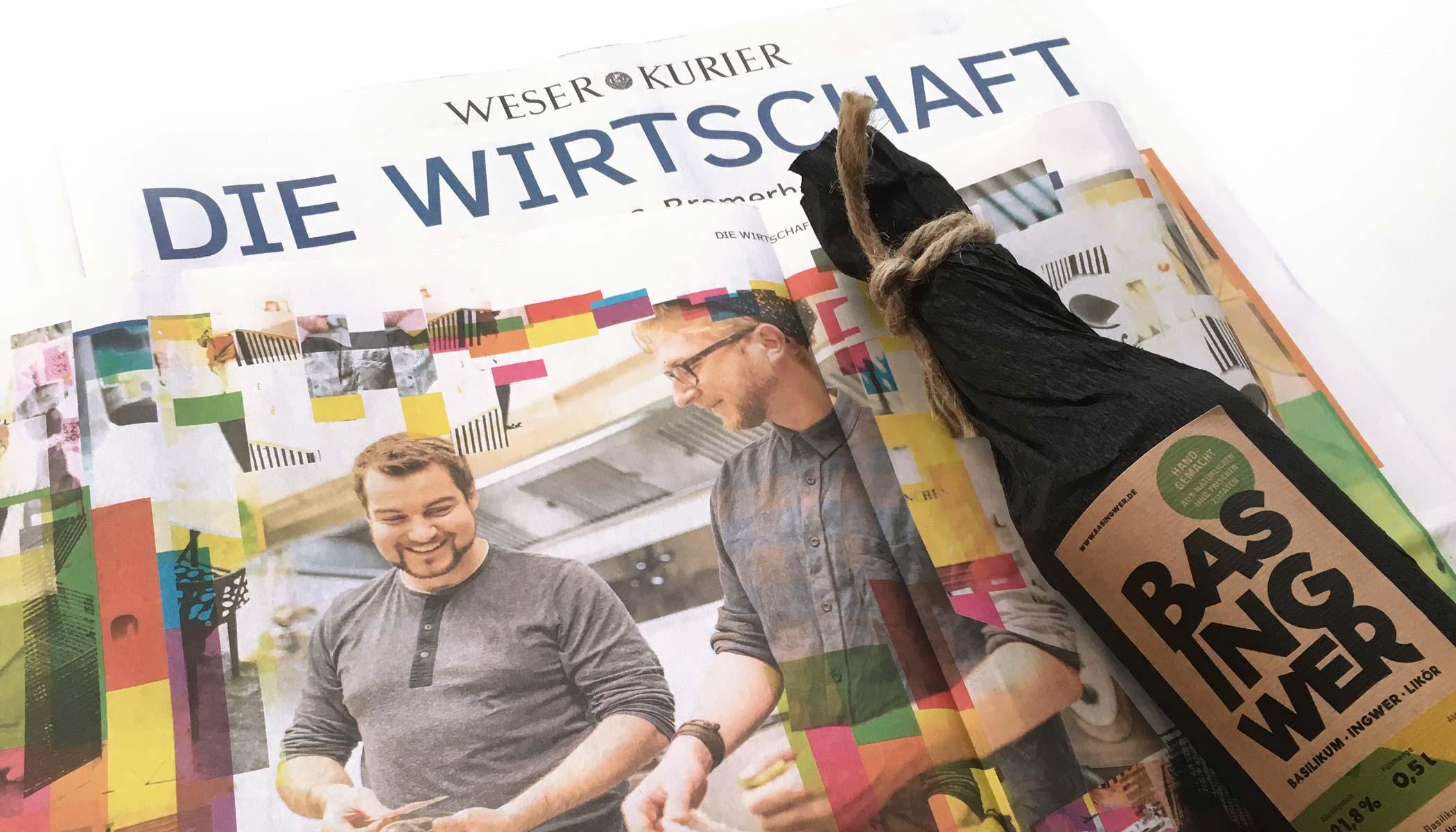 Zwei Typen und ihre Buddel Basingwer auf einem Tisch liegend als Zeitungsartikel